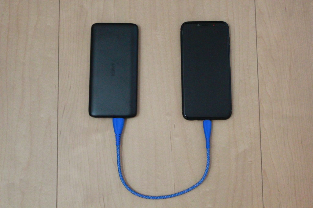 PowerCore Lite 10000の充電の様子